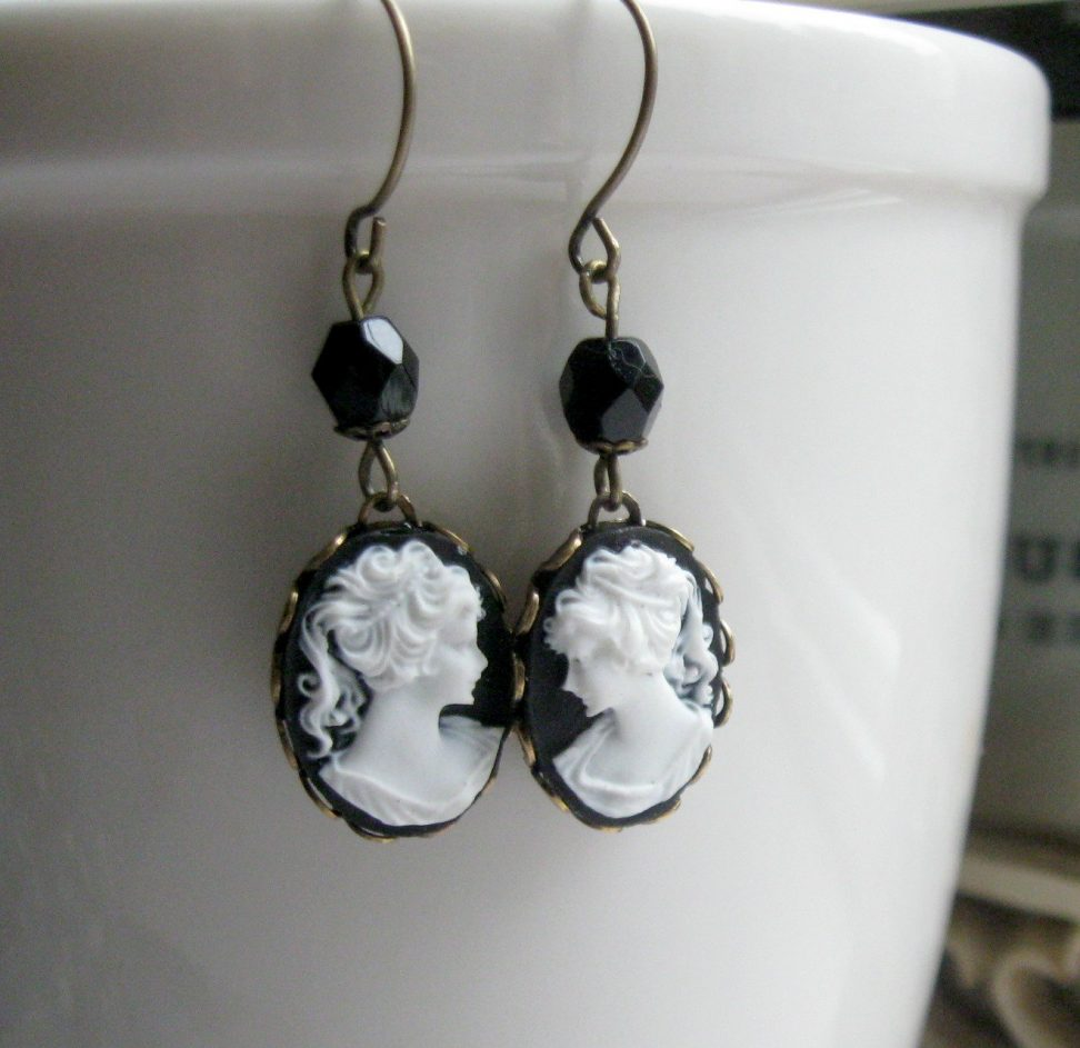 Lady cameo earrings, black and white
