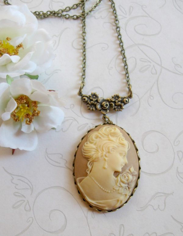 Lady cameo necklace, vintage inspired, large pendant