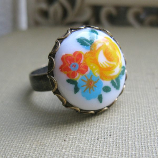 Orange flower ring, glass cabochon