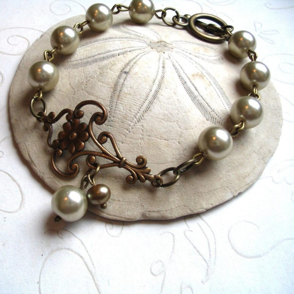 Pearl bracelet, with toggle clasp, vintage style
