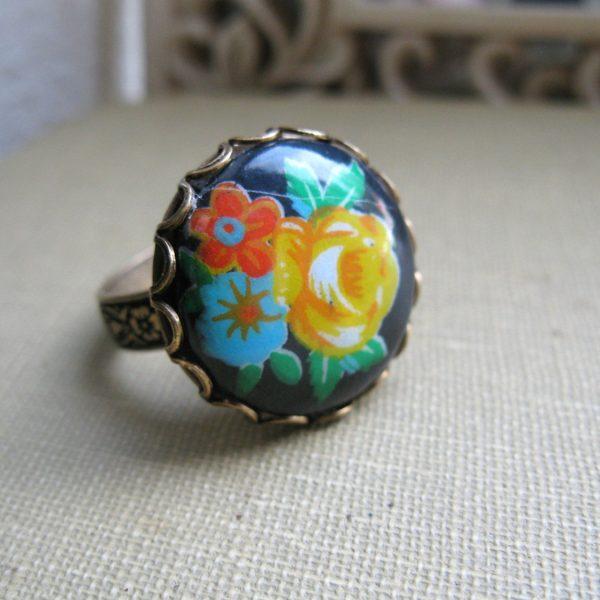 Vintage black flower ring, glass cabochon, adjustable band